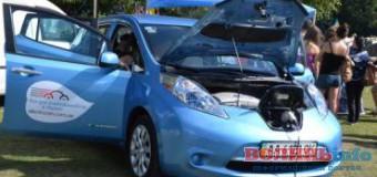 «Я можу не платити Коломойському, а просто зарядити своє авто від звичайної розетки», – у Луцьку презентували електромобілі
