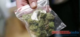 На Волині посерд вулиці спіймали хлопця з наркотиками