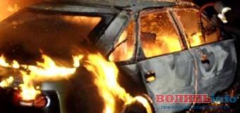 На Волині внаслідок аварії загорілось авто