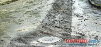 У одному з районів Луцька ніяк не можуть під'єднати каналізацію до будинків