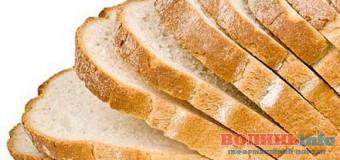 """На Волині продають хліб з неприємним """"сюрпризом"""". ФОТО"""