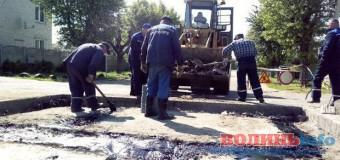 """Супер-технологія """"асфальтоукладання"""" по-волинськи – 2. ФОТО"""