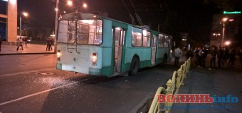 В центрі Луцька зіткнулися два тролейбуси
