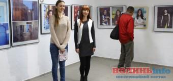 У Луцьку презентували фотовиставку жінок, які надихають
