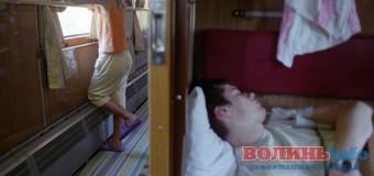 Пасажир ковельського потяга поскаржився на вологу білизну й провідника-хама