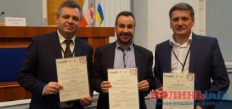 Активіста з Волині нагородив канадський посол