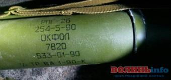Під Києвом знайшли склад із російською зброєю