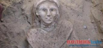 Волинські бурштинокопачі руйнують древні поховання