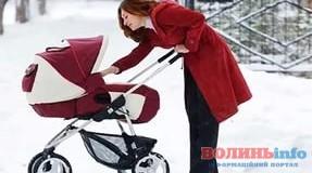 Лучанка викрала з під'їзду дитячу коляску