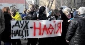 Посольство Росії в Києві закидали яйцями