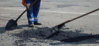 У Луцьку зруйнували дорогу на одній із вулиць через водопровід