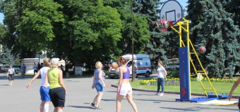 У центрі Луцька грали баскетбол. ФОТО