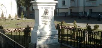 У Луцьку відреставрували нагробний пам'ятник батька принцеси Сіаму