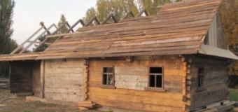 На Волині реставрують дерев'яний будинок 19 століття