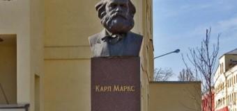 Фабрика Порошенка не хоче зносити пам'ятник Марксу