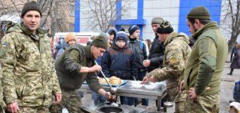 Бійці 14 бригади відсвяткували Масляну у прифронтовому містечку. ФОТО