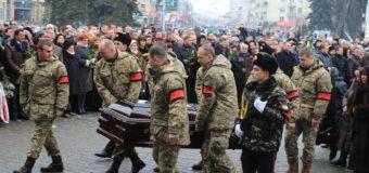 Луцьк провів мера Миколу Романюка в останню дорогу. ФОТОРЕПОРТАЖ