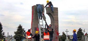 """Голова волинської """"Свободи"""" прокоментував руйнування в Польщі пам'ятника УПА"""
