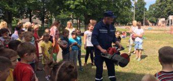 На Волині рятувальники провели інформаційно-роз'яснювальну роботу для вихованців пришкільного табору. ФОТО