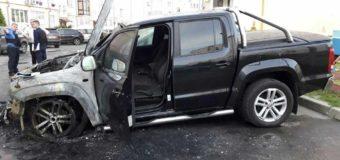 Луцька поліція розслідує факт загоряння автомобіля «Volkswagen Amarok»