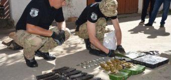 Поліцейські виявили на горищі у волинянина арсенал зброї та боєприпасів. ФОТО. ВІДЕО