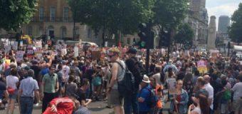 У Великобританії протестувальники вимагають відставки прем'єр-міністра