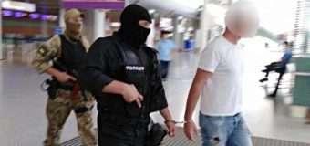 Волинська поліція повідомила деталі вчорашнього затримання сутенера. ФОТО та ВІДЕО