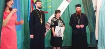 Волинські священики передали нечуючим громадянам фінансову допомогу. ФОТО