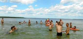 На Волині для дітей провели «Школу плавання». ФОТО