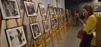 У Луцьку відкрилась виставка світлин фотоконкурсу «Благодійність в об'єктиві». ФОТО