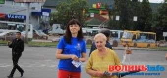 У Луцьку на вулиці розповідають, як захиститись від торгівлі людьми. ФОТО
