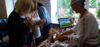 У Луцьку для безробітних провели майстер-клас із плетіння соломи. ФОТО