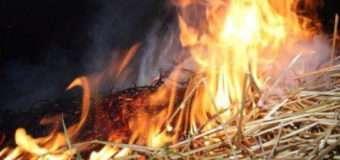 На Волині на відкритій території згоріла тонна соломи у тюках
