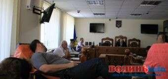 Члену Луцького міськвиконкому одягнули електронний браслет