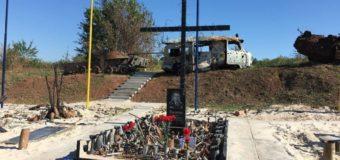 В Авдіївці відкрили меморіал на честь загиблих там українських військових. ВІДЕО