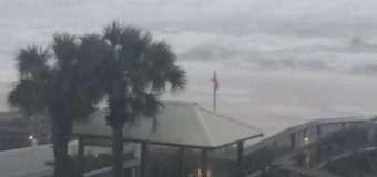 """Ослаблий буревій """"Нейт"""" досягнув узбережжя США"""