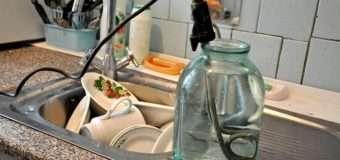 У Луцьку цілий під'їзд платить за холодну «гарячу» воду