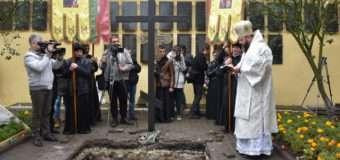 Рештки колишніх в'язнів Луцької тюрми перепоховали у спеціальну гробницю. ФОТО