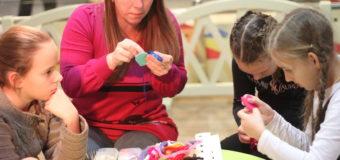 У Луцьку діти шили іграшки, аби допомогти одноліткам. ФОТО