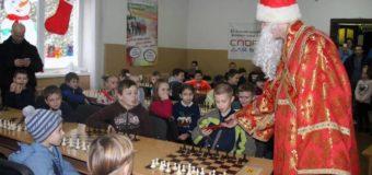 У Луцьку на спортивне свято до дітей завітав Святий Миколай. ФОТО