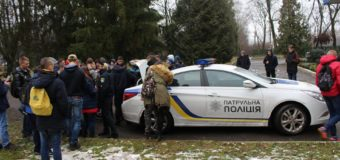 Луцькі патрульні у Берестечку розповіли дітям про безпеку на дорозі. ФОТО
