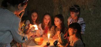 У Луцьку діти в ролях демонстрували українські звичаї та традиції. ФОТО