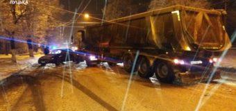 У Луцьку в ДТП зіткнулись легковик і вантажівка.ФОТО