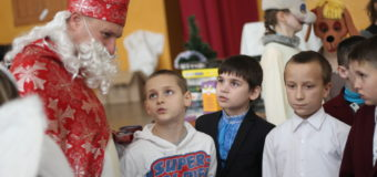 У Луцьку завдяки забігу святих Миколаїв дітлахи отримали подарунки. ФОТО