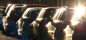 У Луцьку орендар землі влаштував парковку під вікнами багатоповерхівки