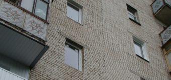 У Луцьку з даху дев'ятиповерхівки впав чоловік
