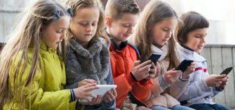 Франція заборонить телефони школярам вже наступного року