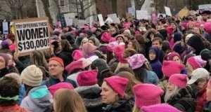 Сотні тисяч жінок в рожевих шапках протестували проти Трампа