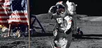 Помер астронавт, який ходив по Місяці