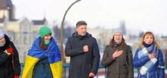 У Луцьку утворили живий ланцюг і  виконали гімн України